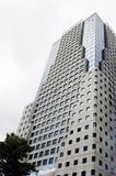 厚实大厦高层的烟 库存照片