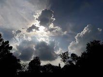 厚实的云彩在晚上 图库摄影