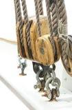 厚实的绳索和滑轮或者帆船 库存照片