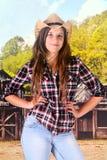 厚脸皮的青少年的女牛仔 免版税库存图片