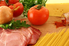 原始新鲜的成份的意大利面食 图库摄影