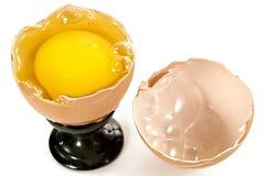 原始残破的鸡蛋 库存照片