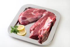 原始牛肉的片 免版税库存图片
