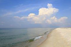 原始白色沙子佛罗里达海滩 免版税库存照片