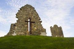 原始的圣艾当` s教会的老废墟Bellerina的在伦敦德里郡在北爱尔兰 库存图片