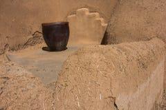 原始的多孔黏土墙壁在Taos新墨西哥 库存照片