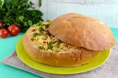 原始的开胃菜-被充塞的麦子面包被烘烤 免版税库存照片