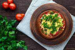 原始的开胃菜-被充塞的黑麦面包,被烘烤 图库摄影