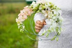 原始的新娘花束和婚戒 库存照片