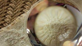 原始的粗面粉 粗面粉通过玻璃 免版税库存图片