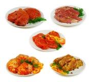原始的肉 另外猪肉、牛肉和鸡的汇集切在白色隔绝的witj调味汁 免版税库存照片