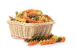 原始的色的意大利面食fusilli 免版税图库摄影