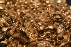 原始金黄的矿块 图库摄影