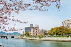 原子圆顶在广岛在一个晴天,广岛日本 免版税库存图片