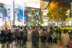 原宿,东京,日本- 2015年11月18日:繁忙的原宿主要斑马c 免版税库存照片