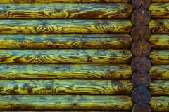 原木小屋或谷仓没有漆的登岸的墙壁织地不很细水平的背景与拷贝空间 库存图片