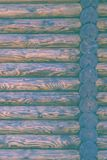 原木小屋或谷仓没有漆的登岸的墙壁织地不很细水平的背景与拷贝空间 免版税图库摄影