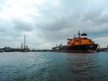 原油罐车拜访安特卫普的港Torm小游艇船坞 免版税图库摄影