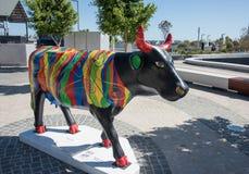 原色公牛雕塑 库存图片