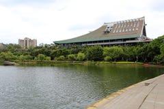 厦门大学湖边大厦  免版税库存图片