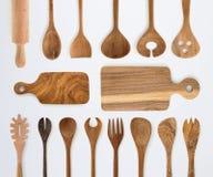 厨具套木叉子、匙子和器物在白色后面 免版税图库摄影