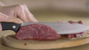 厨师切了红肉成在慢动作的一个片断 股票录像
