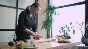 厨师切口胡椒和蕃茄 股票录像