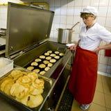厨师女性厨房 免版税库存图片