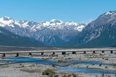厨师山在Fiordland南的新西兰 免版税库存照片