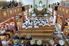 厨师岛民在库克群岛基督教会Avarua Raro祈祷 免版税库存照片