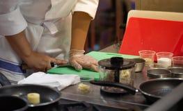 厨师新闻大蒜 免版税库存照片