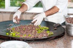 厨师油煎蔬菜 库存图片