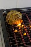 厨师烹调在格栅的牛排 库存图片