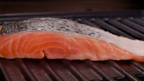 厨师烹调牛排未加工的三文鱼内圆角 影视素材