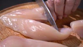 厨师用刀子鸡内圆角切开 股票录像