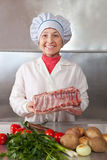 厨师肉原始的妇女 库存图片