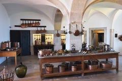 厨房内部在贝纳宫殿在辛特拉,葡萄牙 免版税图库摄影