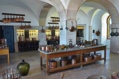 厨房内部在贝纳宫殿在辛特拉,葡萄牙 免版税库存照片