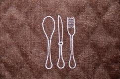 厨房叉子和匙子的布朗席子 库存照片