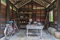厨房和器物被陈列在胡志明` s纪念房子在Nakhon帕侬,泰国 图库摄影
