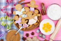 厨房器物和成份圣诞节自创gingerbr的 库存照片