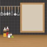 厨房器物在墙壁上称在厨房里 免版税库存照片