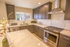 厨房在海边的加利福尼亚样房 库存照片