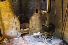 厨房在老农厂房子里 库存照片