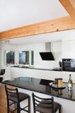 厨房在豪华家 库存照片