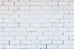 厨房墙纸概念:抽象垂直的现代方形的白色砖瓦片墙壁纹理背景 库存照片