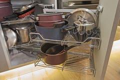 厨房室内设计角落碗柜细节 免版税库存照片