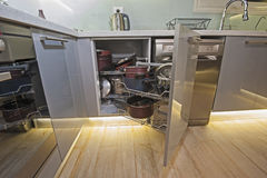 厨房室内设计角落碗柜细节 图库摄影