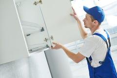 厨房家具集合设施 垂悬的内阁 库存图片