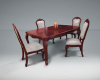 厨房家具,厨房设置了与在减速火箭的样式的白色织品 客厅的木桌 免版税图库摄影